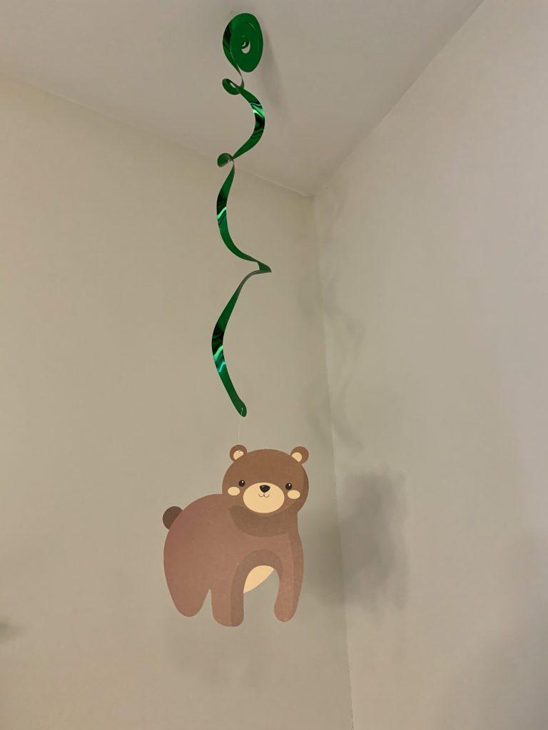 Woodland themed bear streamer.